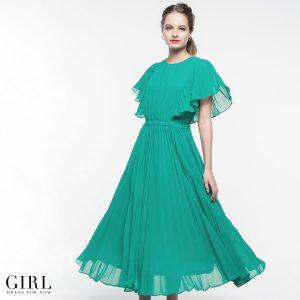 35eb07658b317 結婚式やパーティーなどのお呼ばれシーンなどに大活躍するドレスです。  今季トレンドのアコーディオンプリーツを存分に使用しております。動く度ふわりと余韻を残し ...
