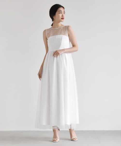 1e215070145f1 ドット+スカラップ+くるみボタンを組み合わせた、kaeneらしさ満点のドレス。  ホワイトのドットチュールの透け感が、デコルテを綺麗に見せ、アクセ要らずでも充分華やか ...