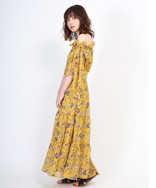 0aac22b9540 ワンショルダーとしてもオフショルダーとしても着こなせる花柄ワンピース。 軽やかな素材感に大人配色の花柄が優美な1着です。 秋には、ロングカーディガンと 合わせて ...